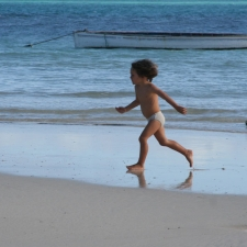 009_child_on_beach_rodrigues