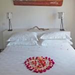 03_bakwa_lodge_lagoon_suite_bedroom_with_heart_deco_flower