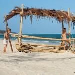 04_bakwa_lodge_children_having_fun_at_the_beach