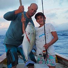 Piroge Fischen und Segeln